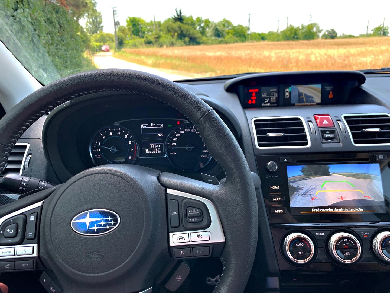 Subaru Forester 2.0i CVT interier autotest.sk