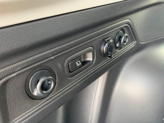 Subaru Forester-e-Boxer-sklápanie-zadných-operadiel-z-kufra.