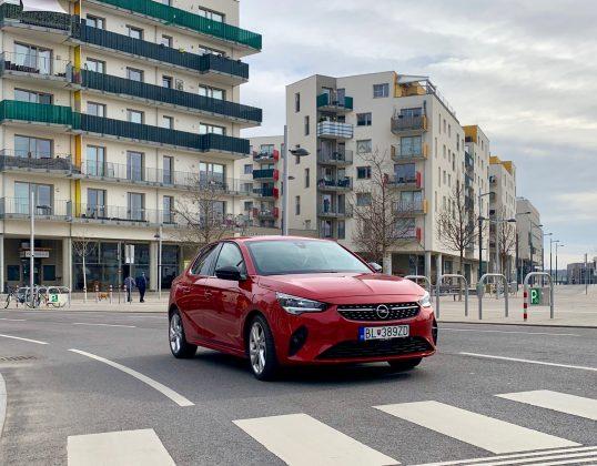 Opel Corsa zaujme na rozdiel od Peugeotu 208 hlavne tých, ktorí preferujú konzervatívnejší charakter vozidla.