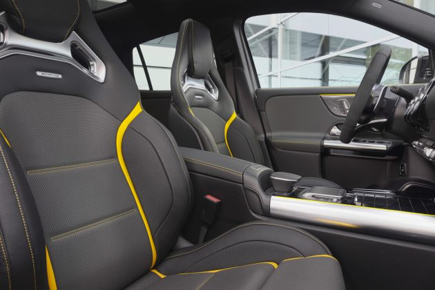 Nový Mercedes GLA 45 4MATIC+ interier