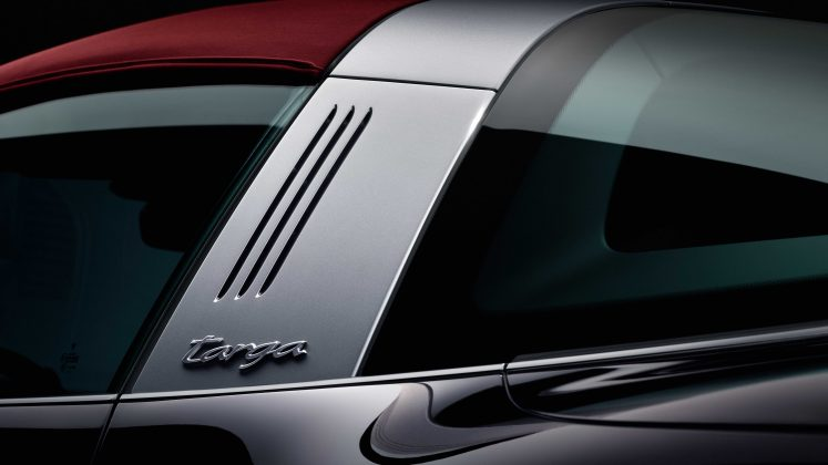 Porsche 911 Targa pri sklopení strechy