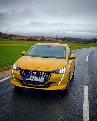 Nový Peugeot 208 so žltou výraznou metalickou farba Faro,