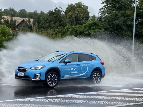 Nové Subaru XV e-Boxerje tak ako jeho väčší súrodenec Subaru Forester k dispozícii s mild-hybridným pohonom