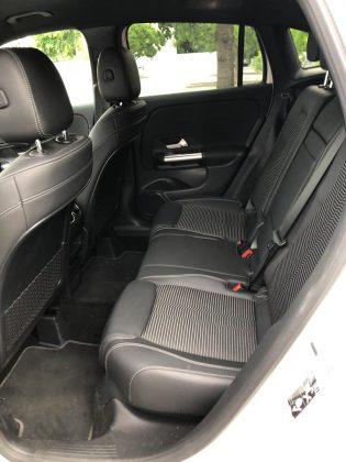 Nový Mercedes-Benz GLA- zadné sedadlá