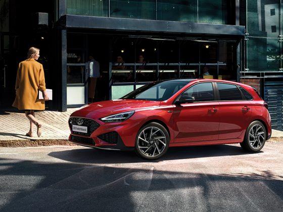 Horúca novinka Hyundai i30 prináša osviežený dizajn, bohatú bezpečnostnú výbavu, špičkovú konektivita a netradične bohatú paletu motorov