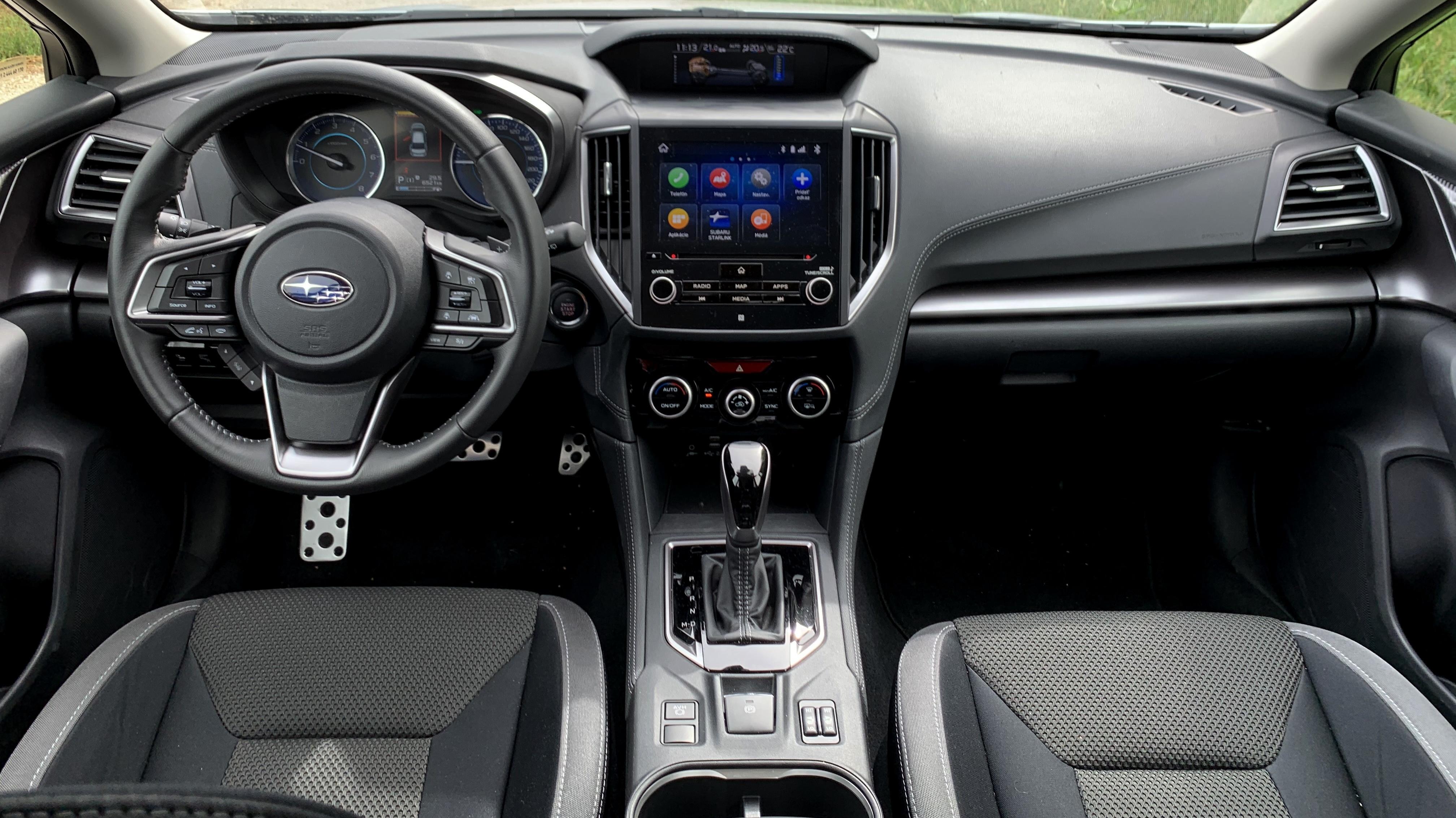 Subaru Impreza e-Boxer prístrojovka