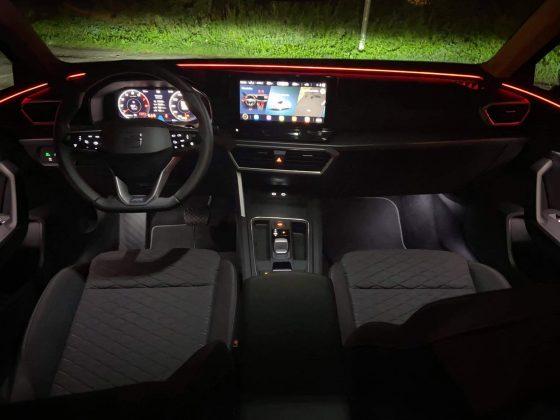 Nový SEAT Leon ST interiér s ambientným osvetlením