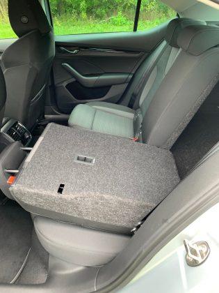 Škoda Octavia 2.0 TDI 85kW/140k-sklopené zadné sedadlá