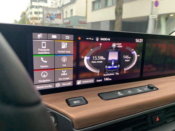 Honda e - stredový displej