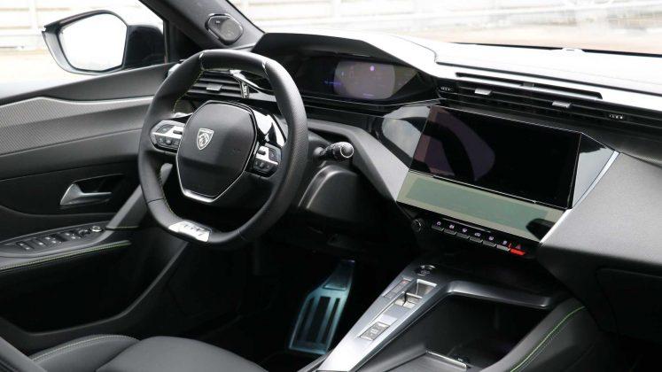 2021-Peugeot-308-i-cockpit