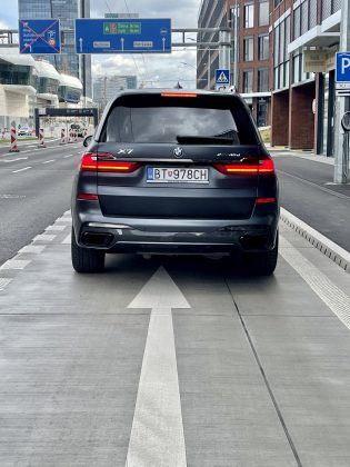 BMW X7 xDrive 40d Dark Shadow(3)
