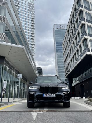 BMW X7 xDrive 40d Dark Shadow(1)